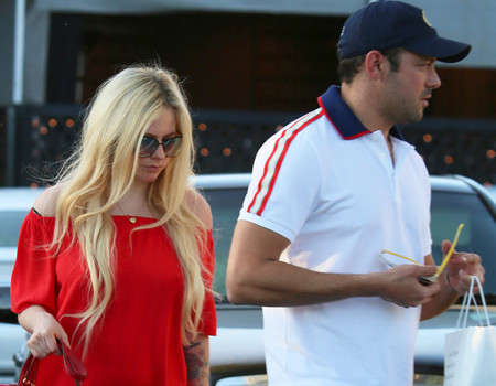 Avril Lavigne is Quietly Dating Billionaire Heir Phillip Sarofim