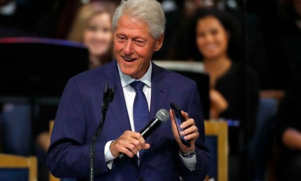 Bill Clinton Pays Tribute at Aretha Franklin's Funeral With Smartphone