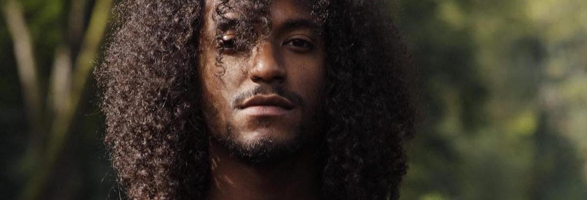 #TwoBeesTV: Lloyd Says he Wants to Collaborate With H.E.R.: 'She's the S–t'
