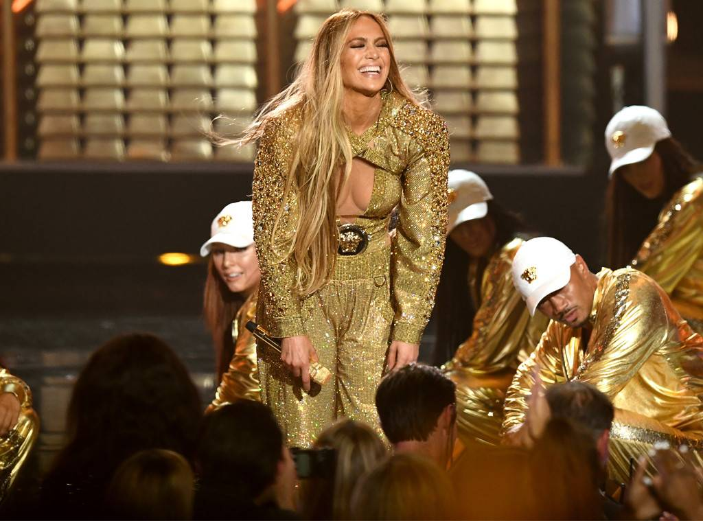 Jennifer Lopez Gracefully Recovers After Falling Onstage