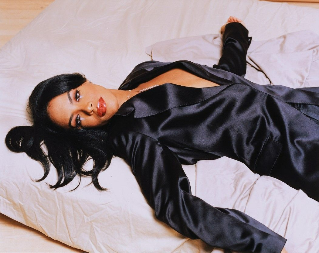 Aaliyah '90s Style Influence In Fashion Till This Day